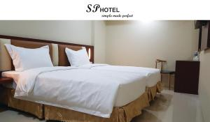 A bed or beds in a room at SP hotel
