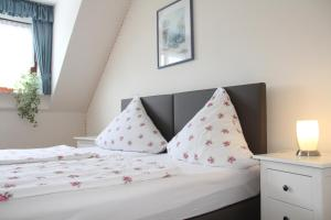 A bed or beds in a room at Pension-Saxler