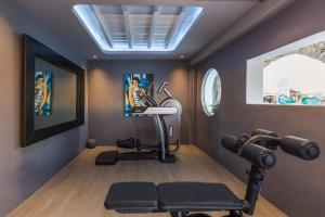 The fitness center and/or fitness facilities at Kivotos Mykonos
