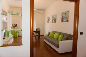 A seating area at Neverending Sea Luxury Apartment in Salerno Center