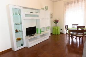 A television and/or entertainment centre at Neverending Sea Luxury Apartment in Salerno Center