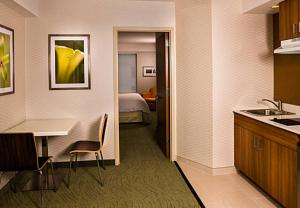A kitchen or kitchenette at SpringHill Suites by Marriott New York LaGuardia Airport