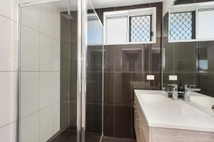 A bathroom at 3 Bedroom renovated home