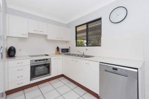 A kitchen or kitchenette at 3 bedroom home
