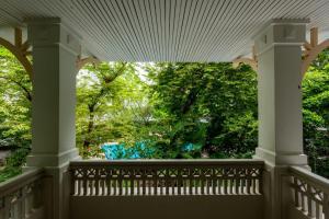 A balcony or terrace at Royal River Park