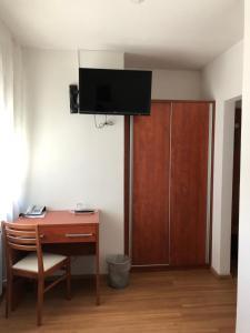Телевизор и/или развлекательный центр в Hotel Agat Hofheim-Wallau