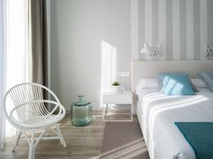 A bed or beds in a room at Hotel Boutique Balandret