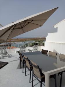 A balcony or terrace at Poupa d'Alvor