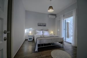 A bed or beds in a room at Alisachni Apartments