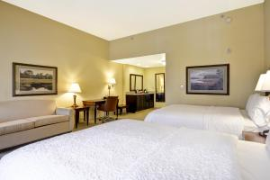 A bed or beds in a room at Hampton Inn & Suites Savannah Historic District