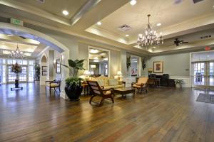 A restaurant or other place to eat at Hampton Inn & Suites Savannah Historic District