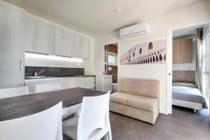 A kitchen or kitchenette at Camping Fusina