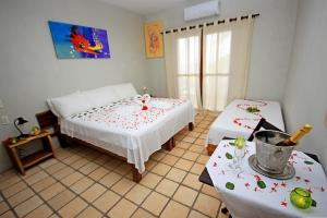 A bed or beds in a room at Igarakuê Hotel Pousada
