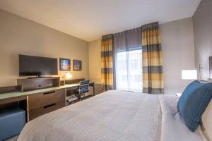 A bed or beds in a room at Fairfield by Marriott Denver Downtown
