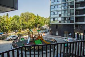 Вид на бассейн в Апартаменты на Виноградной или окрестностях