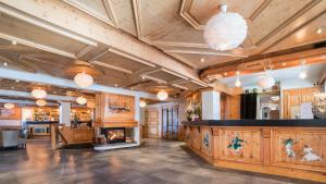 The lobby or reception area at Hotel le Petit Dru