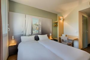 A bed or beds in a room at B&B Hotel MARSEILLE La Valentine St Menet