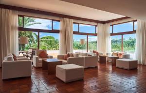 A seating area at Hotel Porto Santo & Spa