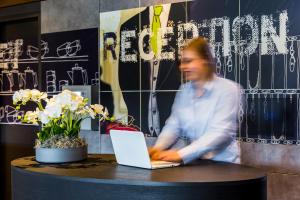 The lobby or reception area at ibis budget Stein Maastricht