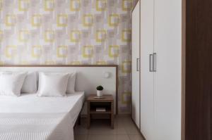 Blubay Apartments by ST Hotels 객실 침대
