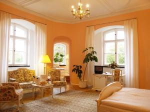 Ein Sitzbereich in der Unterkunft Hotel Schloss Spyker