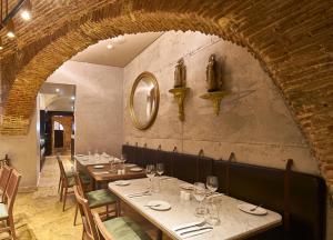 Un restaurante o sitio para comer en My Story Hotel Tejo