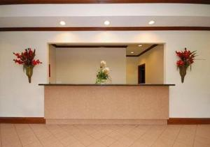 The lobby or reception area at Baymont by Wyndham Harriman