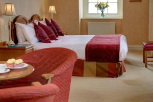 A bed or beds in a room at Old Hunstanton Le Strange Arms Htl, BW Signature Collection