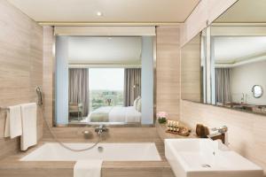 حمام في جراند ميلينيوم مسقط