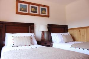 Cama o camas de una habitación en L'Emiliano Cabañas-Ristorante