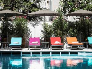 The swimming pool at or near Hôtel & Spa Jules César Arles - MGallery Hotel Collection