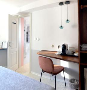 A television and/or entertainment centre at Agave Room Rental
