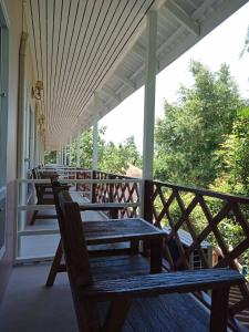 A balcony or terrace at Koh Tao Coral Grand Resort