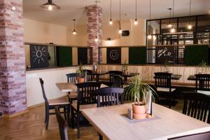 Ein Restaurant oder anderes Speiselokal in der Unterkunft JUFA Hotel Fürstenfeld