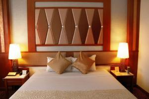 A bed or beds in a room at Asia Hotel Bangkok