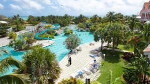 Вид на бассейн в Flamingo Bay Hotel & Marina или окрестностях