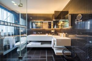 A bathroom at Hotel Soul Suzhou