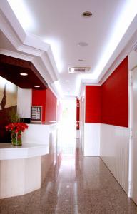 The lobby or reception area at Hotel Lagoa dos Pastorinhos