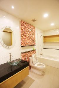 A bathroom at Hua Hin White Sand