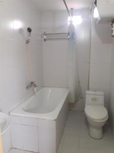 A bathroom at Hanoi City Guest House