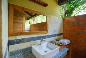 Ванная комната в Azura Resort