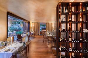 Restauracja lub miejsce do jedzenia w obiekcie Sa Creu Nova Petit Palais Art & Spa