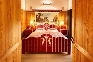 A bed or beds in a room at Post Lech Arlberg