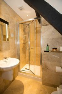 A bathroom at Georgian House & Mews