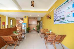 A restaurant or other place to eat at Green Garden Hoi An Homestay