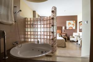 Un baño de Hotel Macami