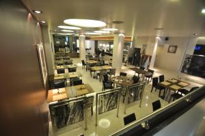 A restaurant or other place to eat at Hotel Bicentenario Suites & Spa