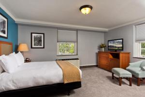 A bed or beds in a room at Gideon Putnam Resort & Spa