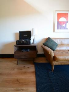 A television and/or entertainment centre at Timber Cove Resort
