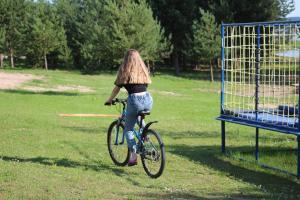 Катание на велосипеде по территории Guest House Isakovo или окрестностям